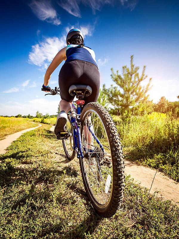 Website Example Bike Shop Women on bicycle 2